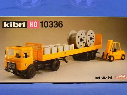 man-truck-w-lowsided-flatbed-freight-forklift-kibri-KIB10336