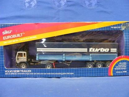 volvo-semi-trailer-w-opening-gates--turbo-siku-SIK3116