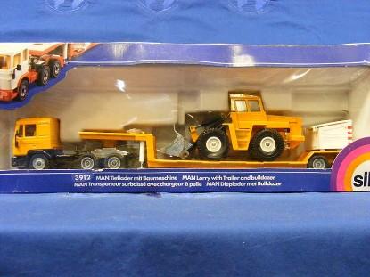 man-truck-w-lowboy-trailer-wheel-loader-siku-SIK3912