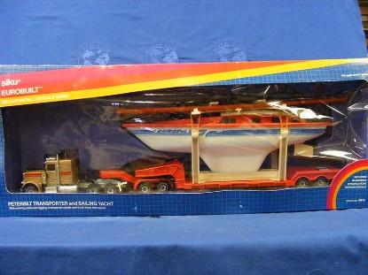 peterbilt-transporter-w-boat-red-or-brown-cab--siku-SIK4014