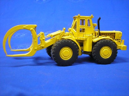 cat-988-log-loader-diecast-le-classic-construction-CCM988-LOG