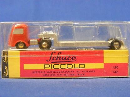 mercedes-semi-lowboy-schuco-SHU1291