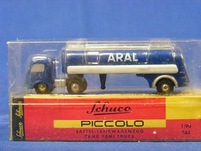 mercedes-semi-tanker-aral-schuco-SHU1821