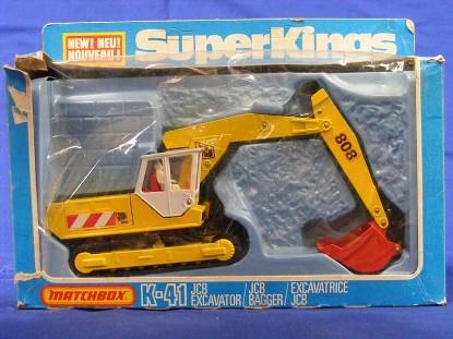 jcb-808-track-excavator-matchbox-king-size-MATK-41