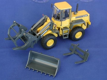 Picture of Komatsu WA250 tool carrier+attachments