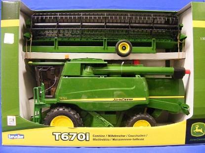 Picture of John Deere T670i combine