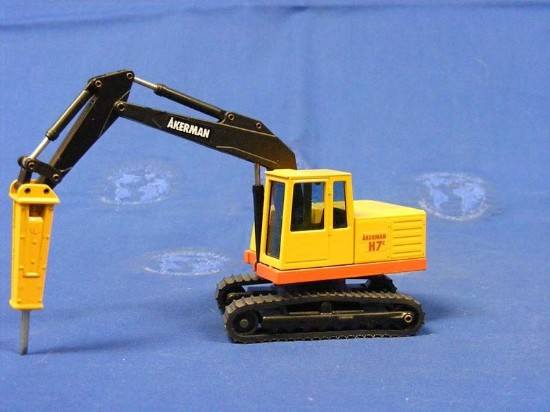 Picture of Akerman H7C excavator with hammer