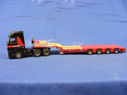 Picture of Volvo FH12+Nooteboom ramp trailer MAMMOET