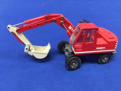 Picture of O&K MH4 wheel excavator  red cab