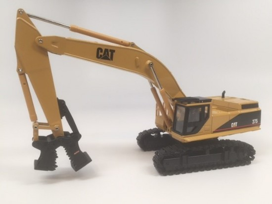 Picture of Caterpillar 375 with Mutley crusher attachment