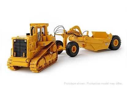 Picture of Cat D9L + 631E tow scraper MCANNICH