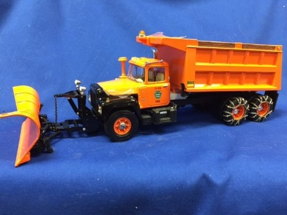 Picture of Mack R-Model Dump Truck with Plow,  PA Turnpike