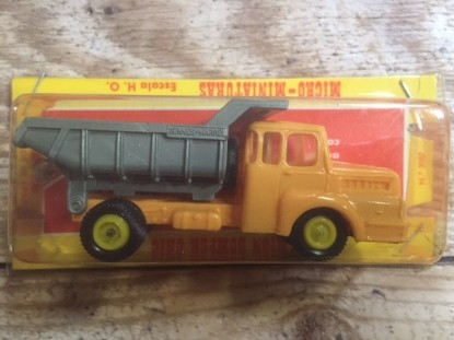 Picture of Unic dump truck