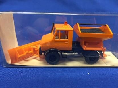 Picture of Unimog 1300 Snow plow orange