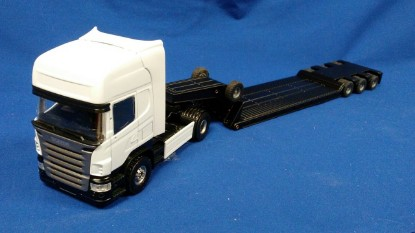 Picture of Scania R topline with lowboy trailer