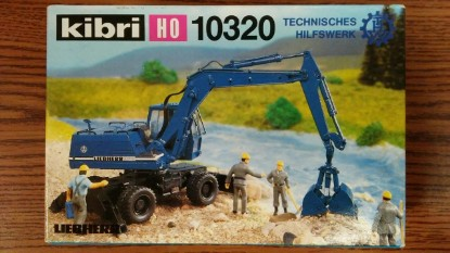 Picture of Liebherr 922 wheel backhoe with clam bucket THW blue