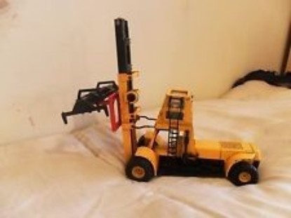 Picture of Hyster 800 container lift   orange