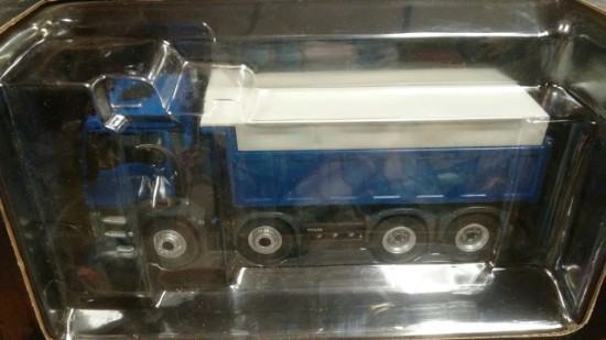 Picture of MAN TGS 8x4 dump with canopy - blue