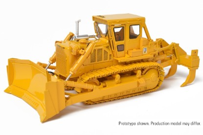 Picture of Cat D8K dozer  u-blade with multi shank ripper