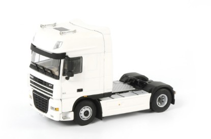Picture of DAF XF 105 SSC 4x2 tractor - white