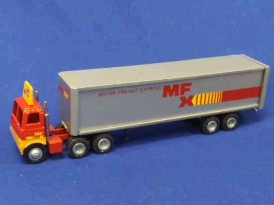 Picture of White tractor + box van MFX  silver trailer