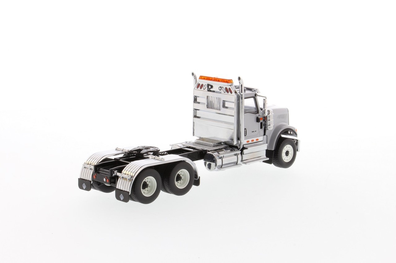Picture of International HX520 tandem tractor - light gray