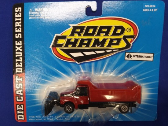 Picture of IH 6 wheel snowplow  red