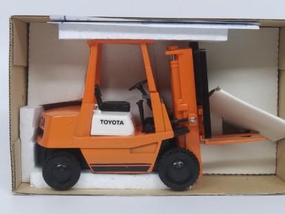 Picture of Toyota forklift   dark orange/black wheels