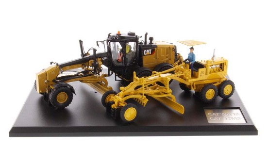 Picture of Caterpillar No 12 and 12M3 motor grader set
