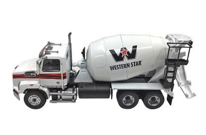 Picture of Western Star 4700 concrete mixer - white