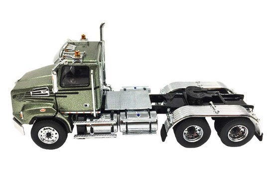 Picture of Western Star 4700 SB tandem tractor - metallic olive green