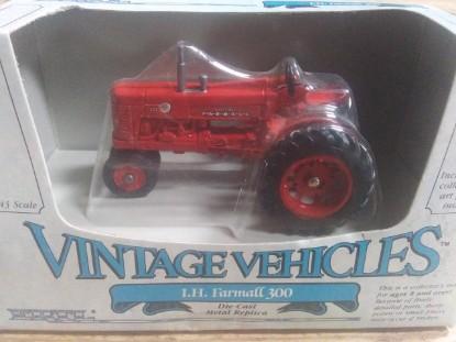 Picture of IH Farmall 300 Tractor