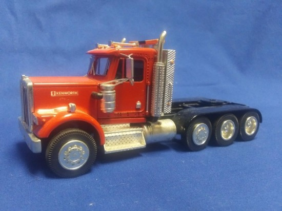 Picture of Kenworth 8x4 tractor  red