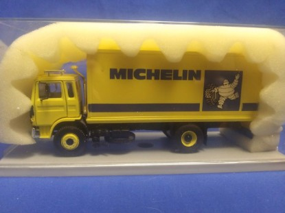 Picture of Mack box truck  MICHELIN