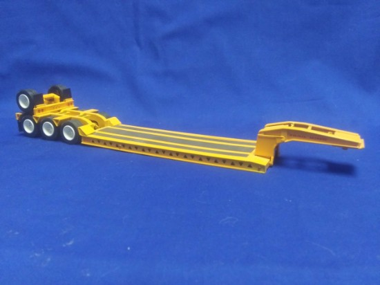 Picture of Trail King wide bed lowboy 3 axle + flip axle - yellow