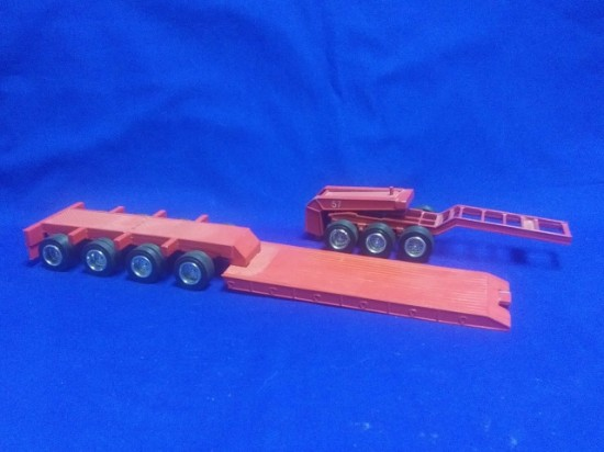 Picture of 4 axle lowboy with 3 axle jeep - red