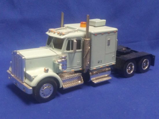 Picture of Kenworth W900 tractor with sleeper -  grey