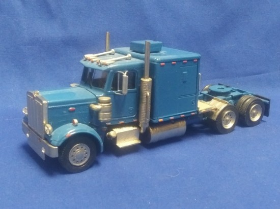 Picture of Kenworth tractor with sleeper -  blue