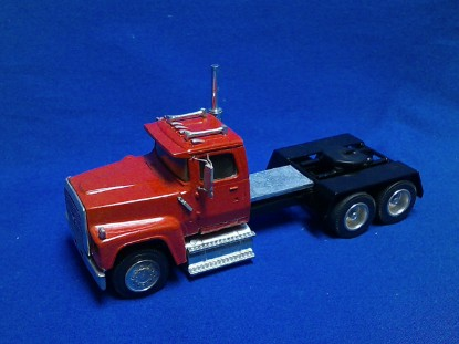 Picture of Ford LTL9000 6x4 tractor - red