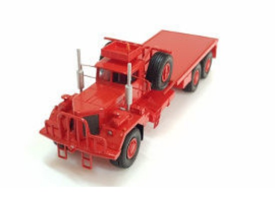 Picture of Kenworth 953 oilfield truck - red