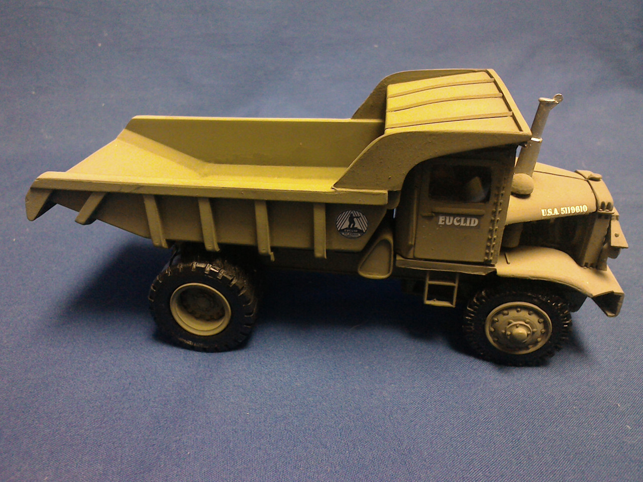 Picture of Euclid R-15 dump   early olive drab color