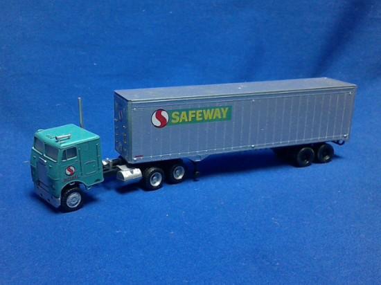 Picture of Freightliner w/ 40' Trailer SAFEWAY