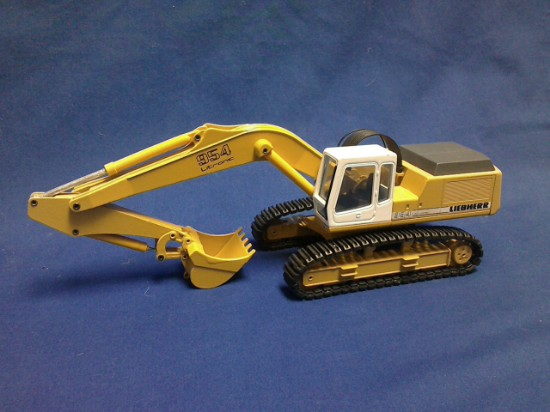 Picture of Liebherr R954 excavator Litronic yellow bucket and undercarriage