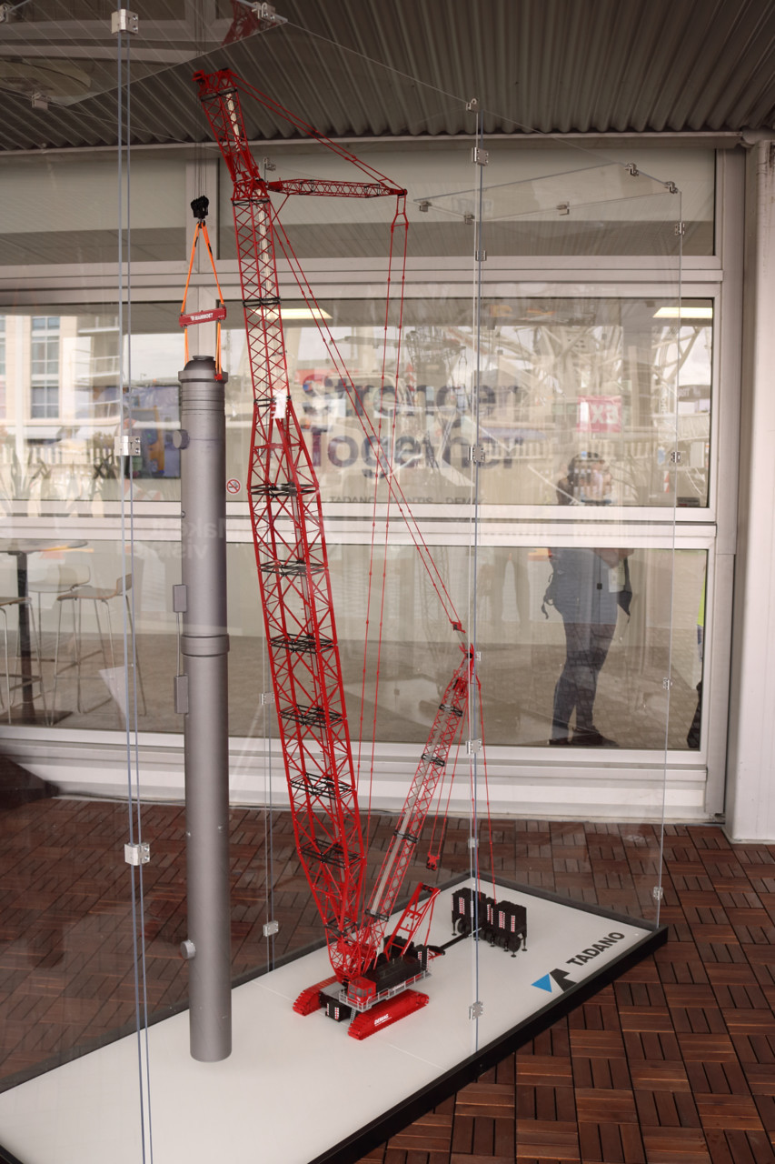 Picture of Terex CC-8800 crawler crane with boom booster MAMMOET