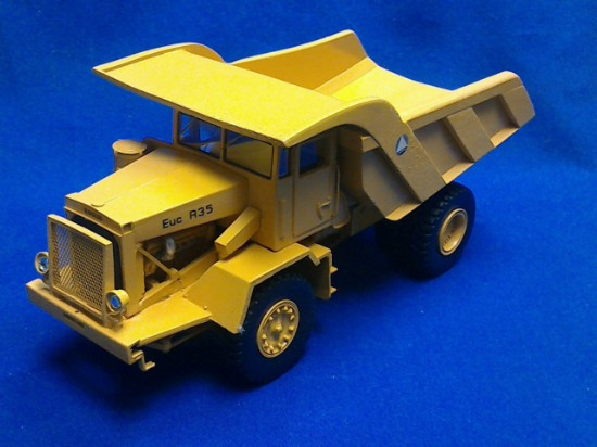 Picture of Euclid R-35 dump - yellow