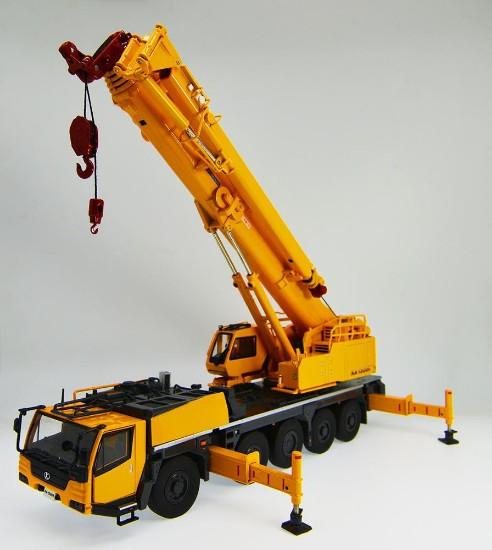 Picture of Kato 1300R truck crane  5 axle