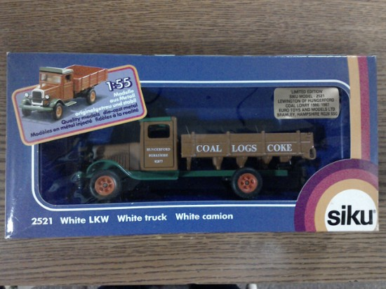 Picture of White 1934 vintage delivery truck  brown/green - LEWINGTON
