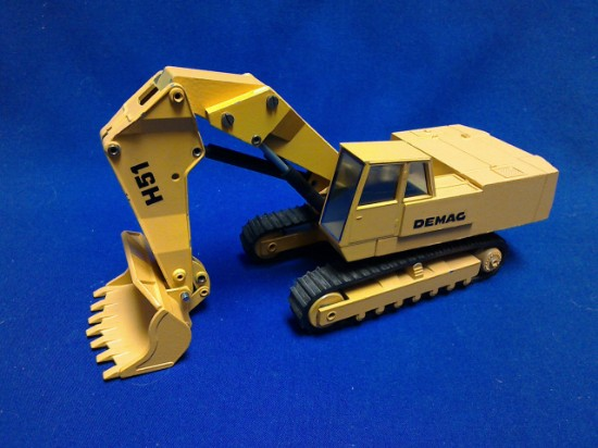 Picture of Demag H51 hydraulic shovel     black decals