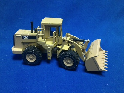 Picture of Caterpillar 966F wheel loader pyramid