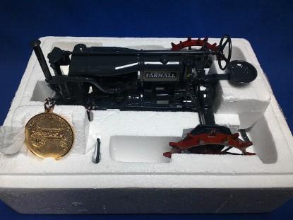 Picture of Farmall Regular precision tractor